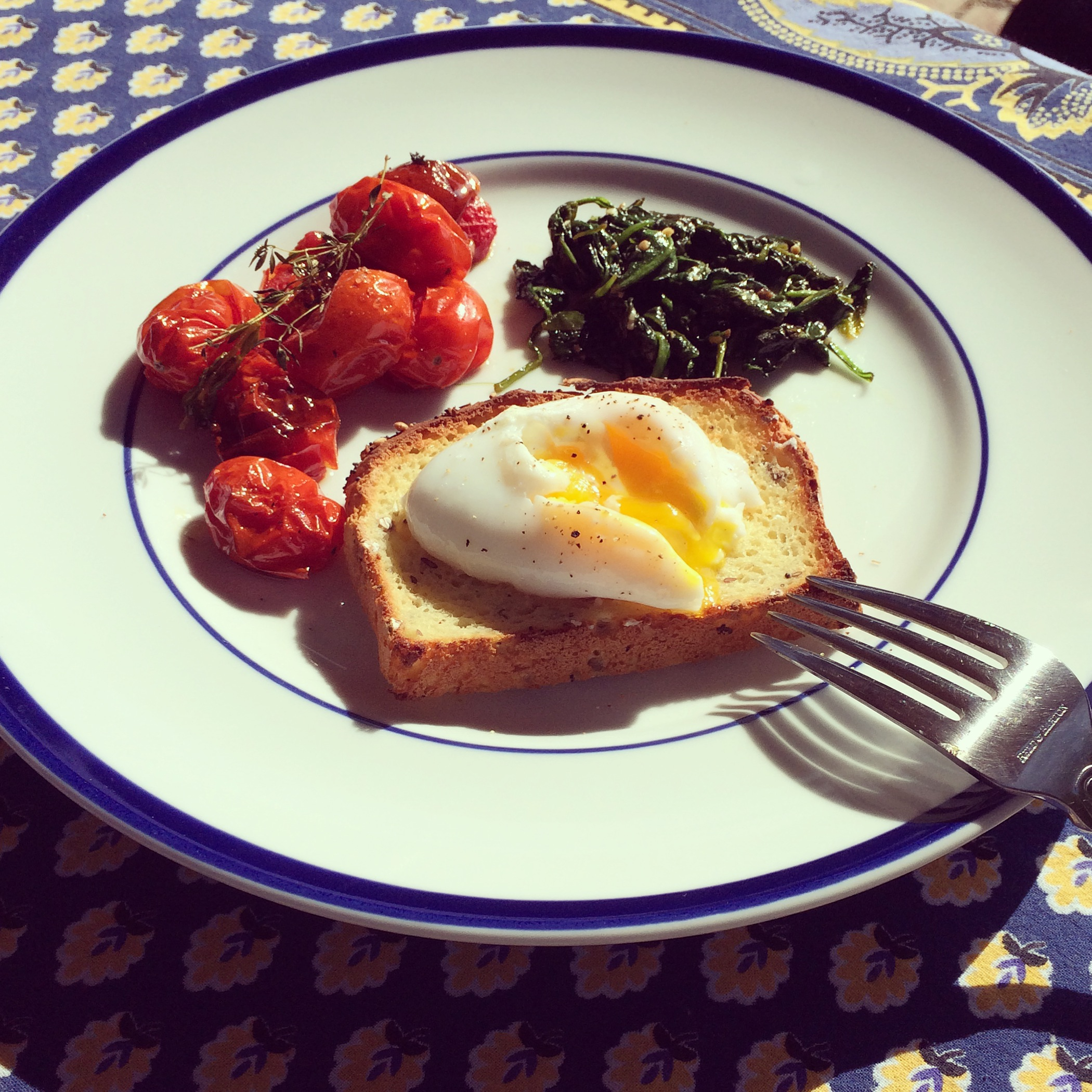Toast With Sauteed Tomatoes, Spinach, And Poached Egg ...